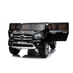 czarny lakierowany Mercedes...